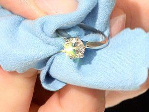 Čiščenje srebrnega nakita s kristali Swarovski