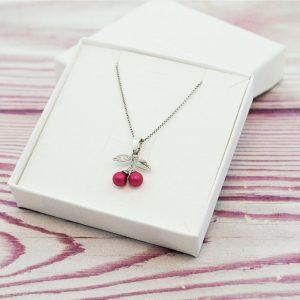 Otroška srebrna ogrlica Češnja roza perlica Swarovski